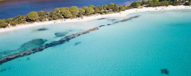 La plage de Santa Giulia villa à louer en corse