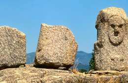 site mégalithique corse vieux de 8000ans